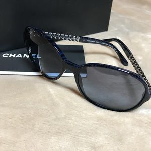CHANEL authentic chain link sunglasses